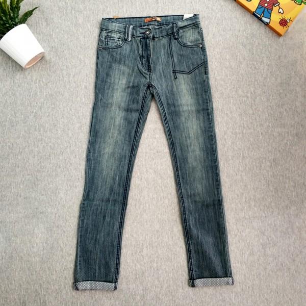 Παντελόνι τζιν ανοιχτό με λεπτομέρεια στο ρεβέρ
