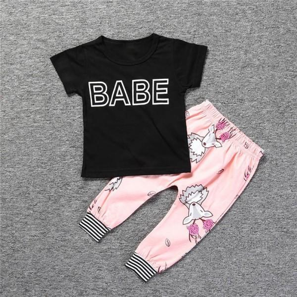 Σετ παντελόνι - κοντομάνικο μπλουζάκι με στάμπα 'BABE', ροζ - μαύρο