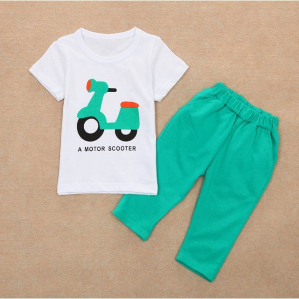 Σετ παντελόνι κάπρι - κοντομάνικο μπλουζάκι με στάμπα 'Motor Scooter', πράσινο - λευκό