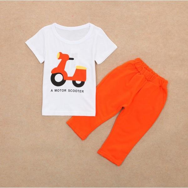 Σετ παντελόνι κάπρι - κοντομάνικο μπλουζάκι με στάμπα 'Motor Scooter', πορτοκαλί - λευκό
