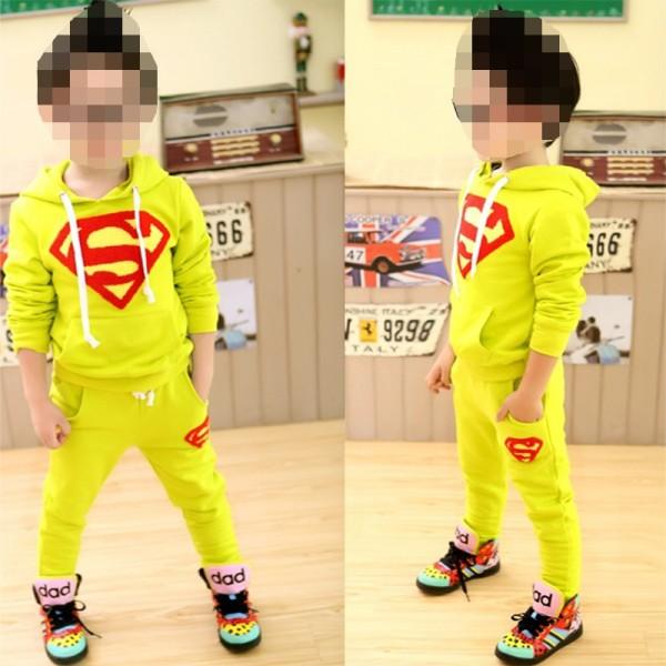 Σετ παντελόνι - μπλούζα με κουκούλα, τσέπες και απλικέ σχέδιο SUPERMAN, κίτρινο