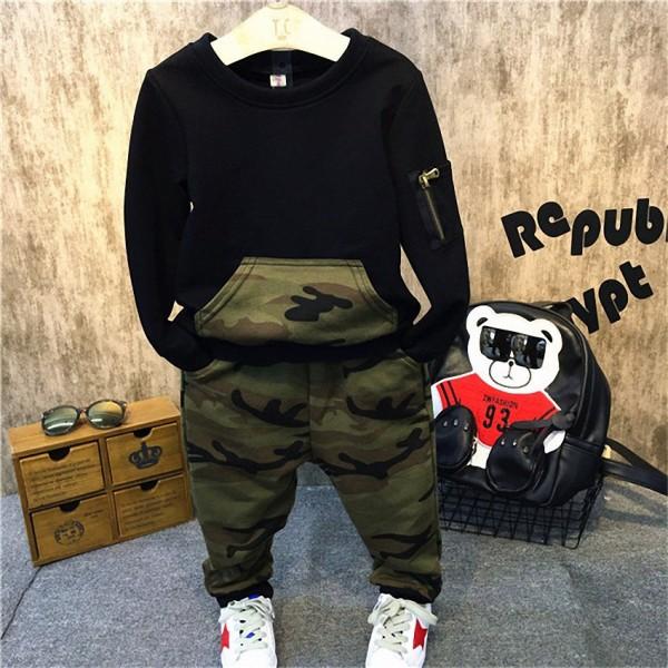 Σετ παντελόνι - μπλούζα με τσέπες και φερμουάρ, με σχέδιο παραλλαγή, μαύρο
