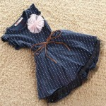 Φόρεμα αμάνικο με τούλι, διακοσμητικό λουλούδι και καφέ ζώνη, μπλε navy - πουά